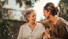 Six Effortless Ways to Care for an Elderly Adult_PIC