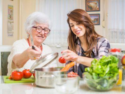 Contrate a un asistente de salud en el hogar